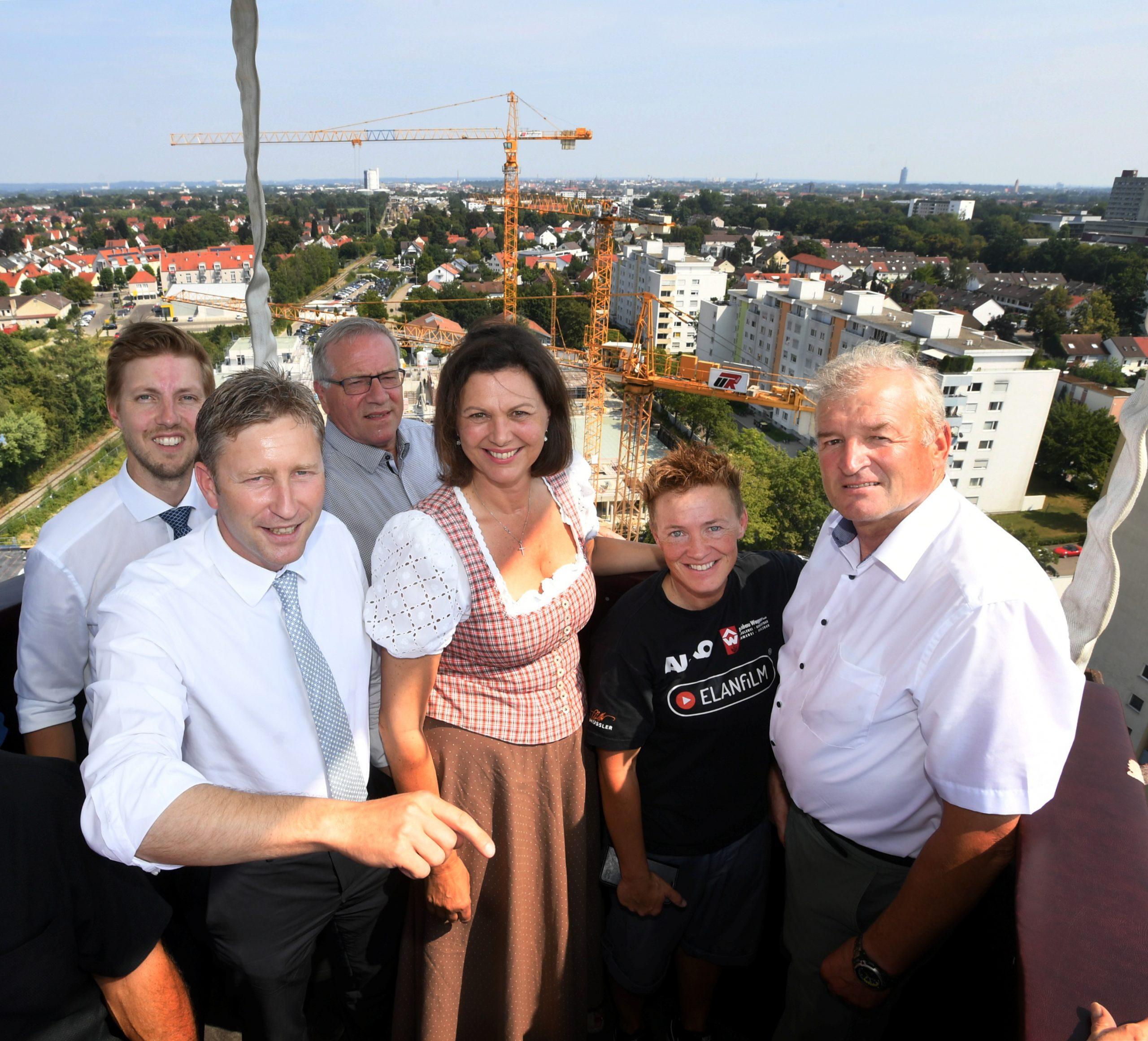 Ilse Aigner besichtigt Sailer Areal in Neusäß / im Bild v.l. Jörg Röhring, Richard Greiner, Johannes Hintersberger, Ilse Aigner, Tina Schüssler und Wilhelm Kugelmann